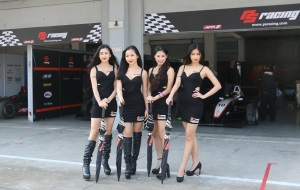 Grid Girls-Sunny endurance pits