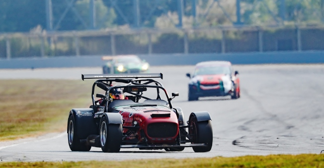 circuit-hero-600kms-pete-olson-caterham-zic-2